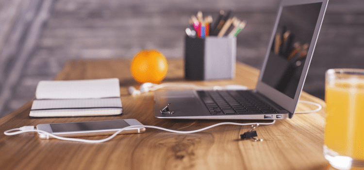Thinking of Going Freelance? Read These Pros and Cons First